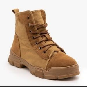 Hiking/ combat boots high top shoes 7 and 7.5 sz